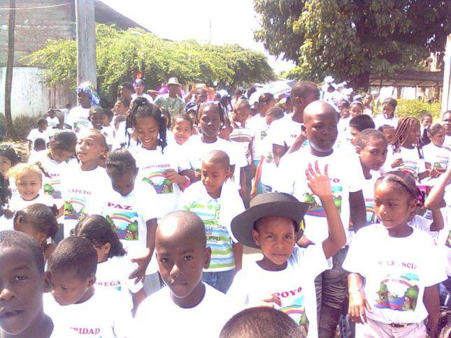 Entregan 650 kits escolares a niños de Juradó y Acandí