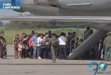 Viajeros varados se alojan en bodega de carga del aeropuerto