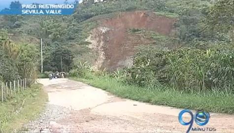 Falla geológica afecta la vía a Sevilla