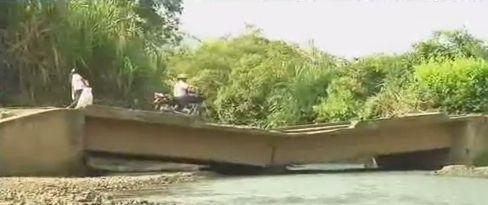 Caida de puente tiene incomunicada la vía entre Corinto y Caloto
