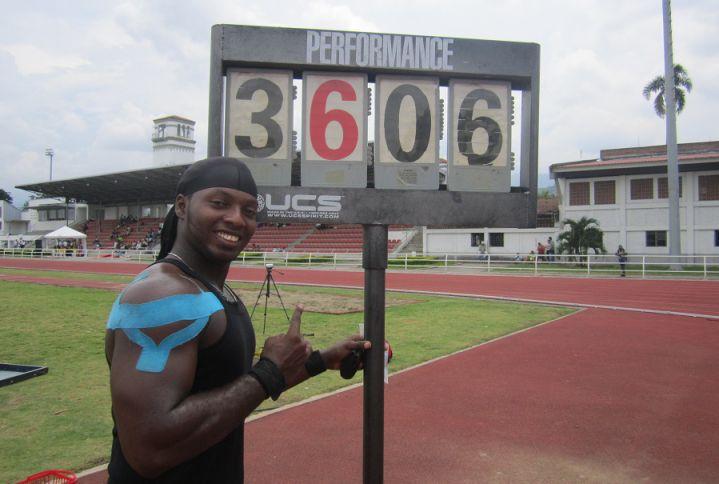 Triple récord de Mauricio Valencia en Campeonato Paranacional de Atletismo