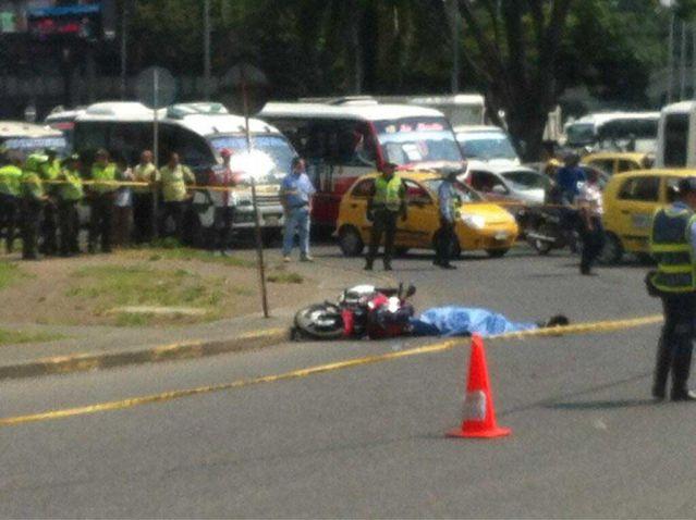 Un motociclista murió en accidente frente a la Terminal