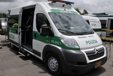 Mujer dio a luz a un bebé en una patrulla de la Policía