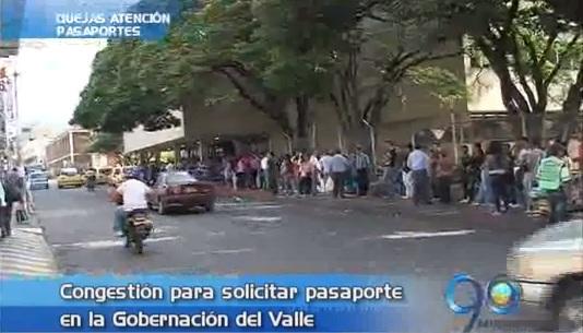 Desespero por largas filas para tramitar pasaportes en el Valle