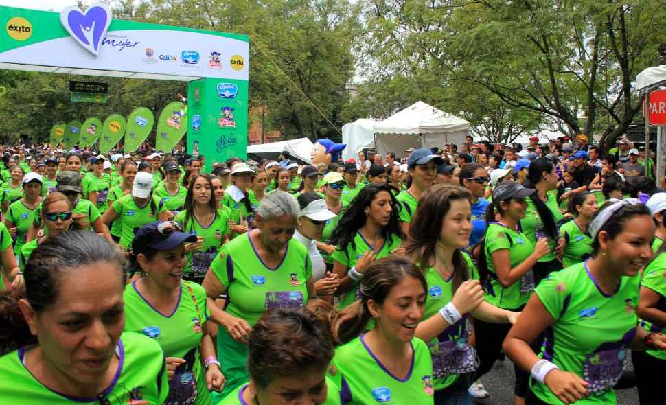 Cerca de 6.000 competidoras en la Carrera de la Mujer 2013