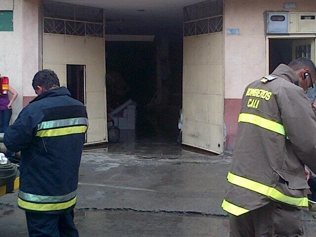 Bomberos controlaron incendio en el barrio Alameda