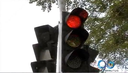 Falta de sincronismo en semáforos de la capital del Valle