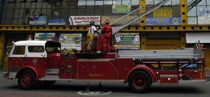 Incendio puso en riesgo a c. comercial al sur de Cali