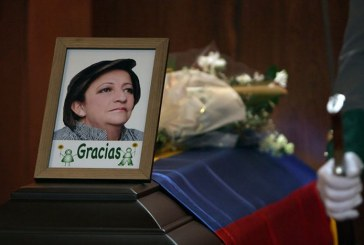 Gilma Jiménez fue despedida entre llanto y aplausos