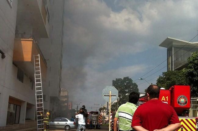 Por incendio al sur de Cali, 200 personas fueron evacuadas
