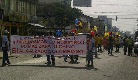 Zapateros caleños protestaron por crisis del sector