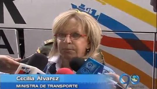 Ministra de transporte aprobó ampliación del aeropuerto