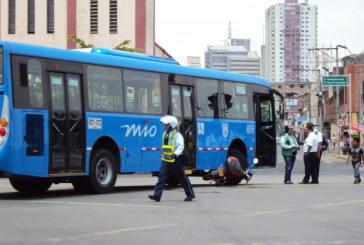 Bus del MIO atropella a mujer de la tercera edad