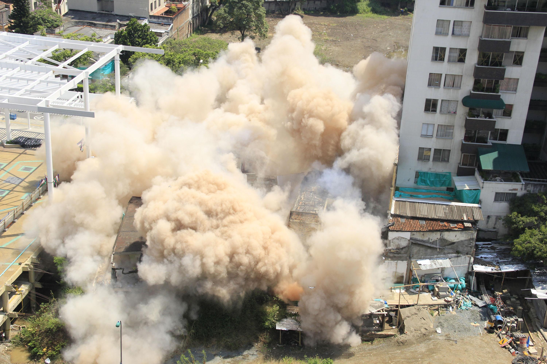 Así fue la implosión del edifico Bolívar en imágenes