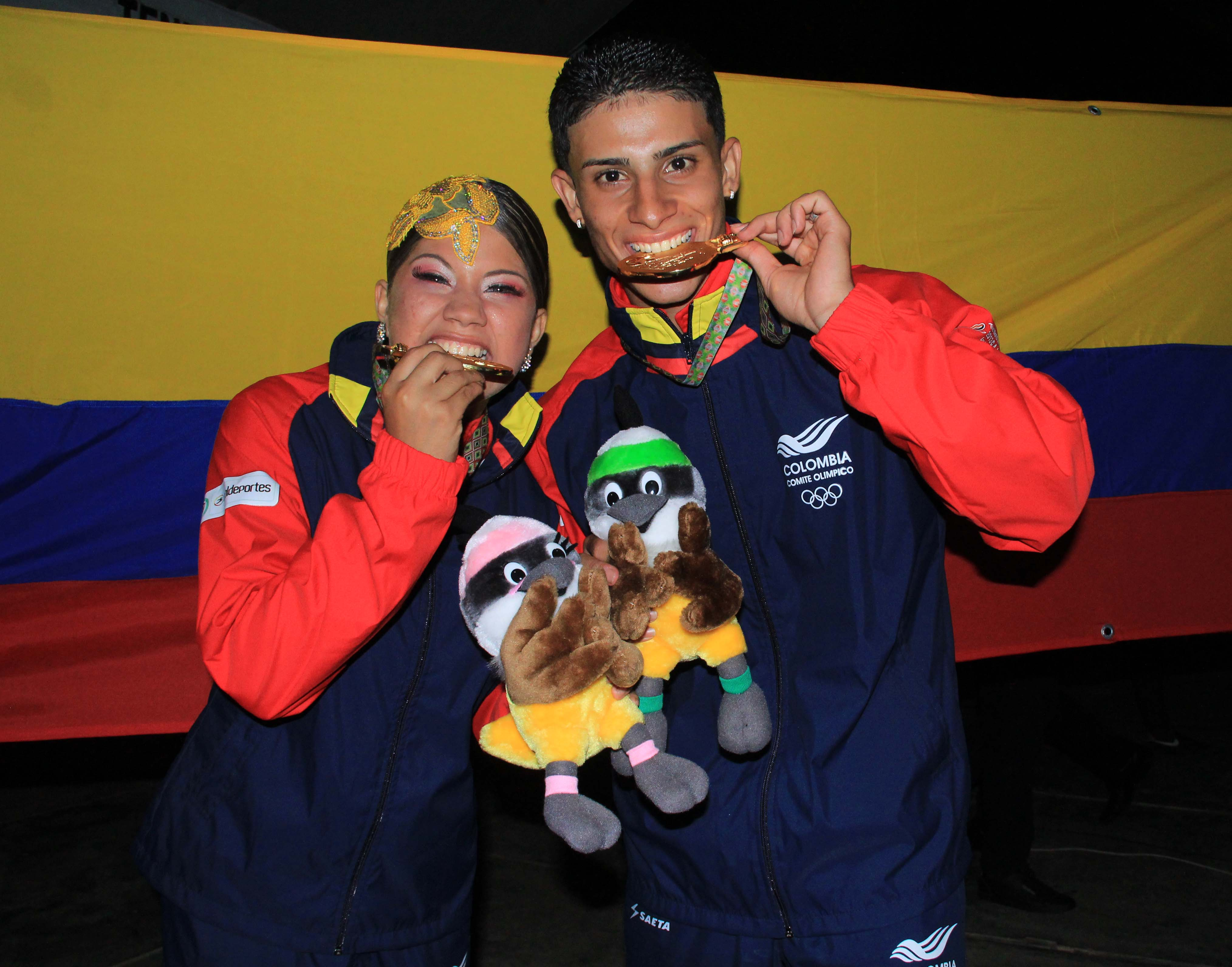 """Pareja de caleños """"bañaron"""" de oro a Colombia en la final de baile deportivo"""