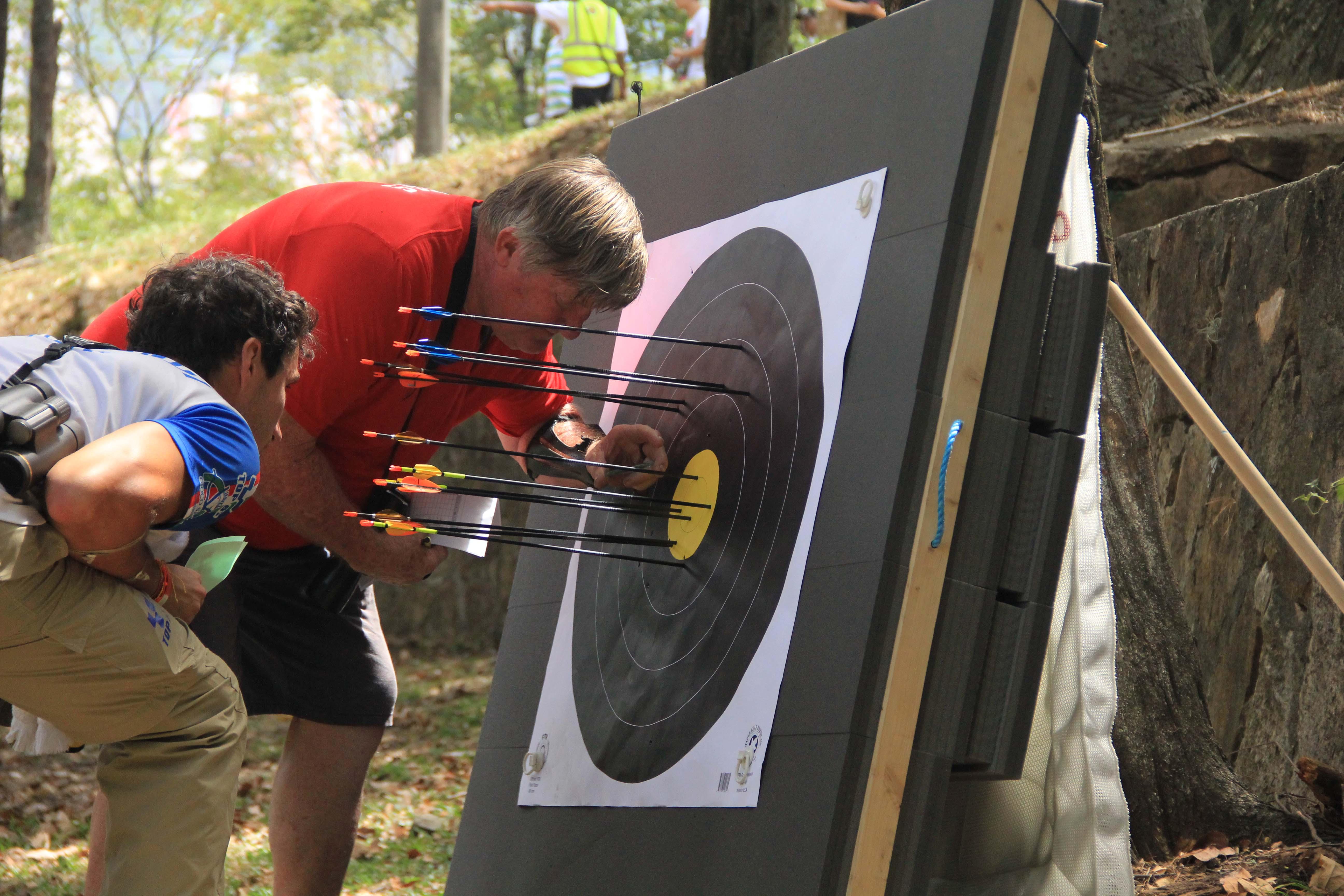 En imágenes: arquería llena de puntería y colorido en la colina de San Antonio