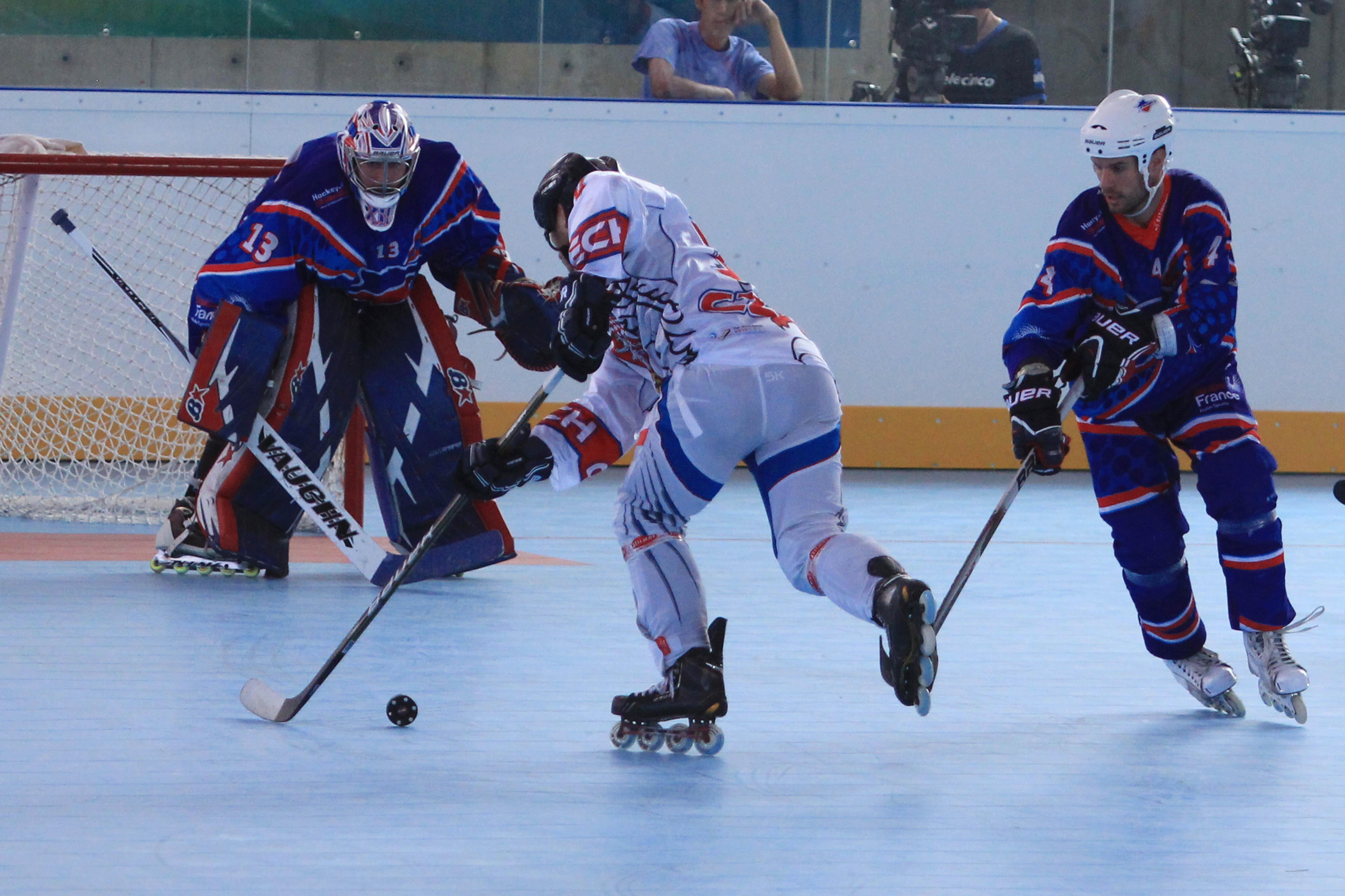 La rapidez y la destreza del hockey en línea han emocionado a los caleños