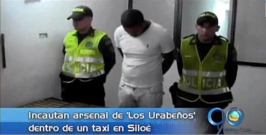 Policía incauta un arsenal con cartuchos y proveedores dentro de un taxi