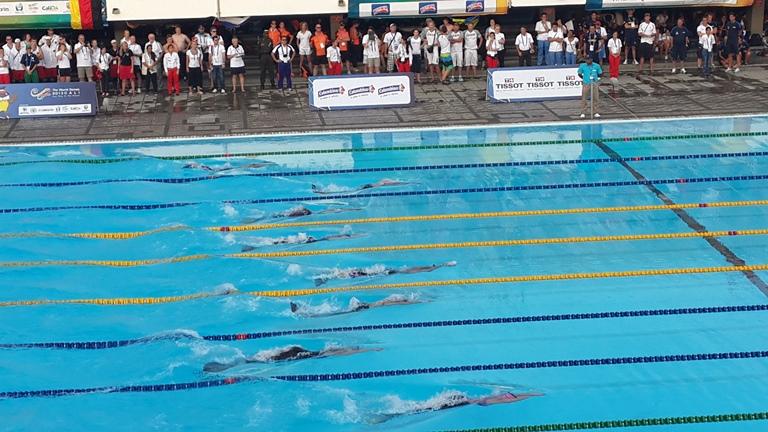 """Los """"delfines humanos"""" se zambulleron en las piscinas Hernando Botero O'byrne"""