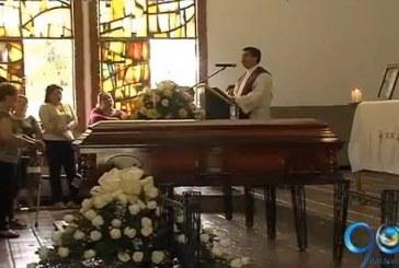 Familiares y amigos le dieron el último adios al ex congresista Octavio Zapata