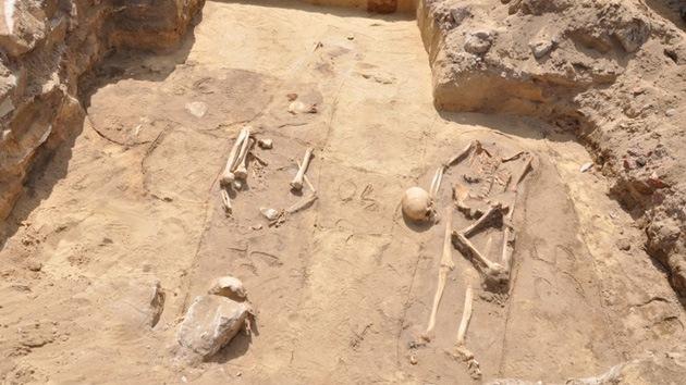"""Arqueólogos creen haber hallado una tumba de """"vampiros"""""""