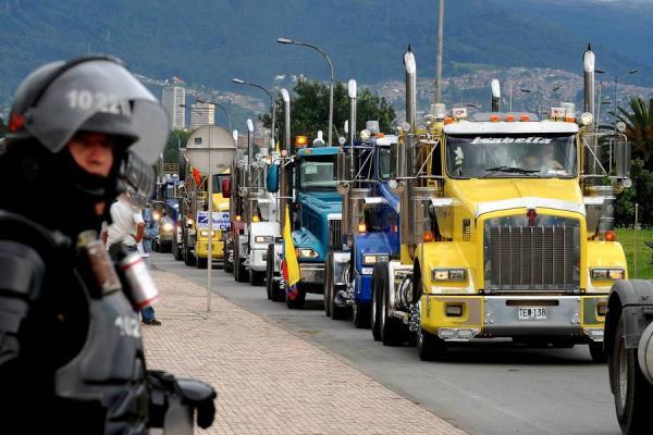 Autoridades declaran Alerta amarilla por paro camionero