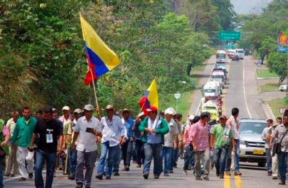 Reporte de bloqueo en vías de la Región por paro agrario