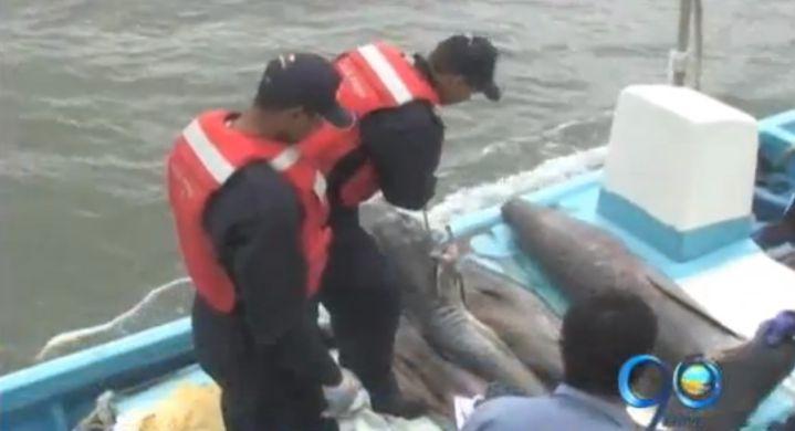 Capturan a ecuatorianos en el Pacífico pescando de manera ilegal