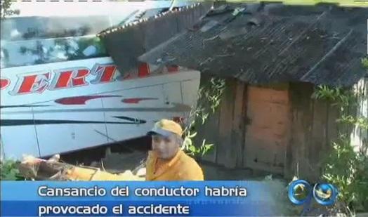 Accidente de bus en el Cauca dejó 2 muertos y 16 heridos