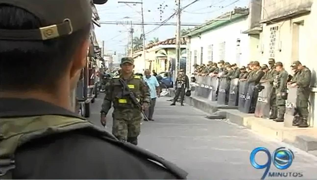 Campesinos en Palmira aseguran que no los dejan marchar