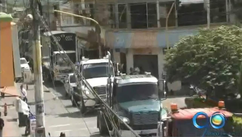 Camioneros de La Unión realizan bloqueos en zona de despensa