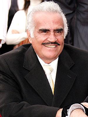 Vicente Fernández se encuentra hospitalizado