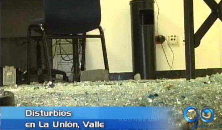 Asonada contra la Policía en La Unión Valle