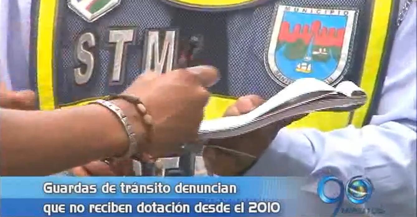 Guardas de tránsito denuncia que no reciben dotación desde el 2010