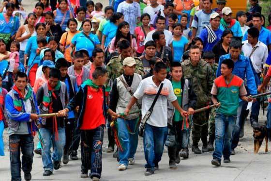 Campesinos del Cauca entregan cuatro militares que retenían