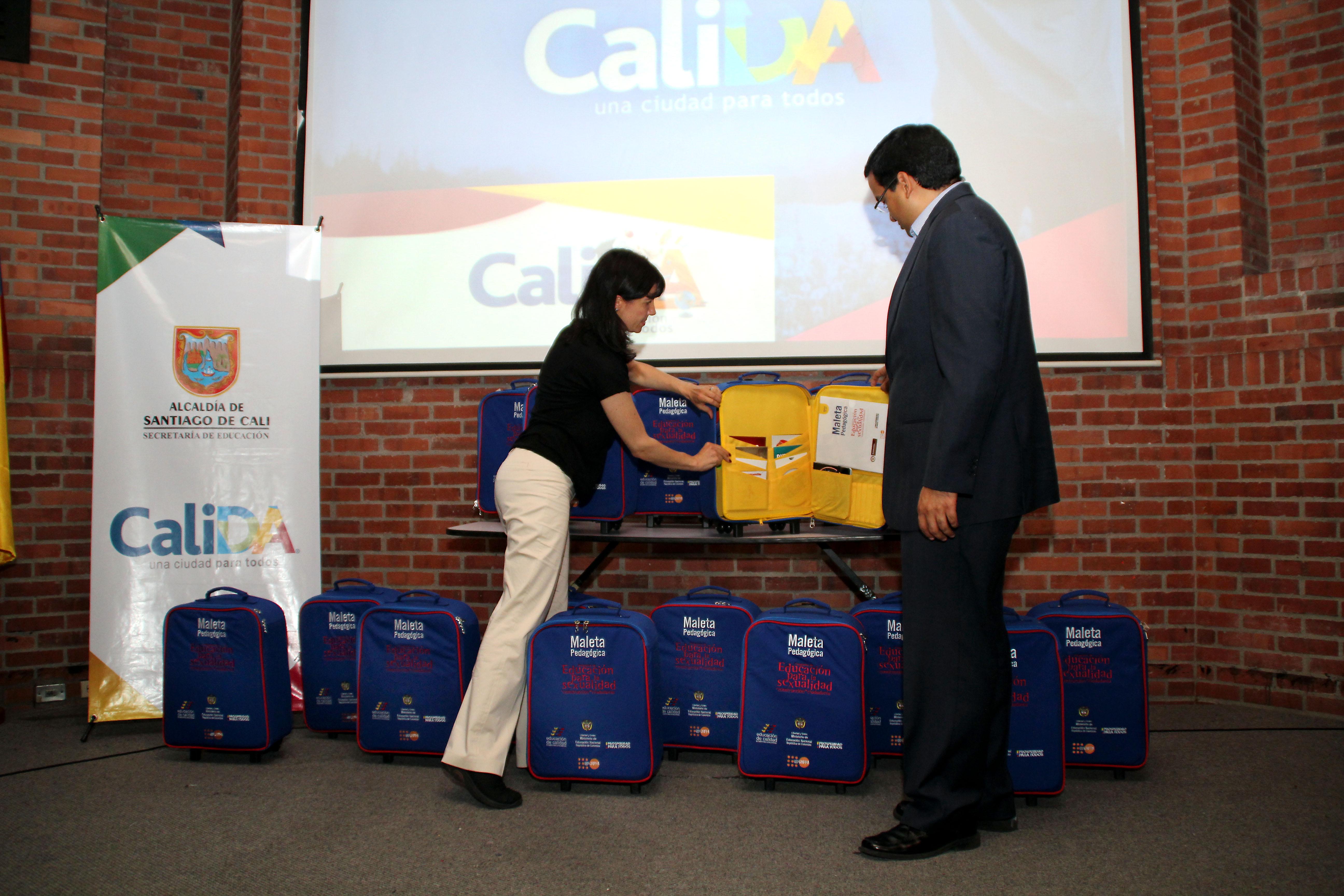 Entregan maletas con material pedagogico en sexualidad y ciudad