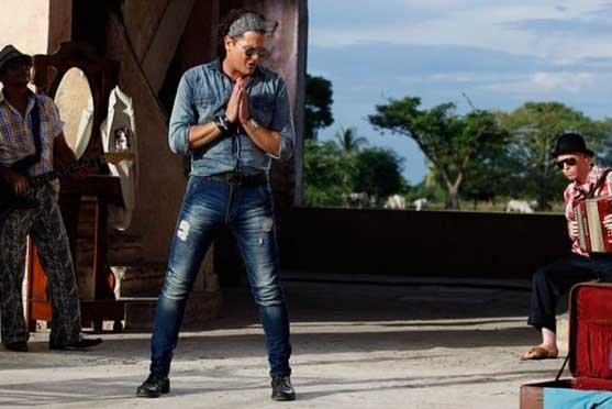 Carlos Vives estrena video de su sencillo La foto de los dos