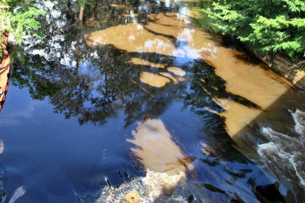 Ladrones de combustible provocaron derrame de crudo sobre el río Dagua
