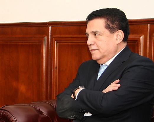 En medio de escándalo sexual, renuncia embajador de Colombia en Rusia