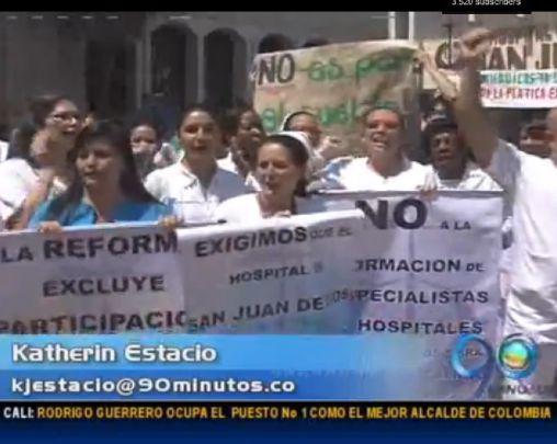 Médicos del Hospital San Juan de Dios protestan contra la reforma a la salud