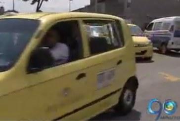 Gremio de taxistas estudia aumento de tarifa mínima