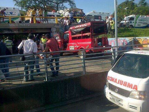 Investigan accidente de Guala en el puente de Santa Librada
