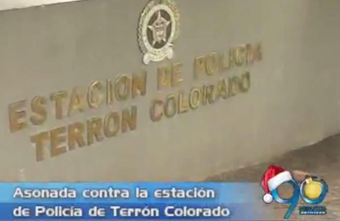 Estación de policía de Terrón Colorado sufre asonada