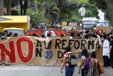 Salud: Hospitales y clínicas plantean ajustes a la reforma
