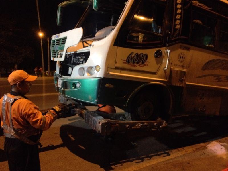 Aparatoso accidente en la vía Cali – Cerrito deja varios heridos