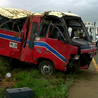 Accidente de buseta deja por lo menos 24 heridos