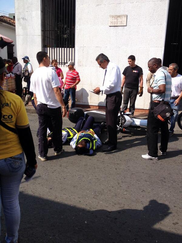 Agentes de Tránsito fueron embestidas por un taxista en el centro de Cali
