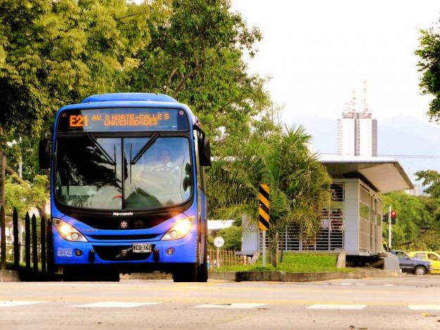 Tres rutas del MÍO cambian recorrido por apertura de separador vial