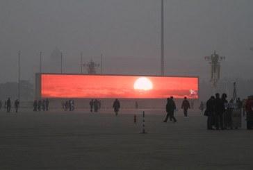 En Pekín se emite el amanecer en pantallas gigantes