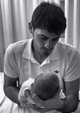 Iker Casillas y Sara Carbonero presentan a su primer hijo, Martín